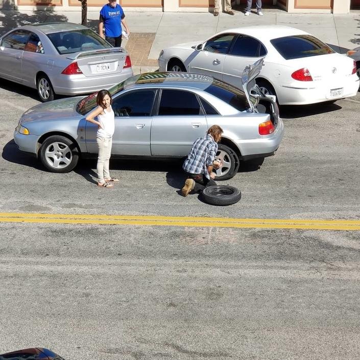 A homeless man in Utah changed a woman's tire and his sweet favor was caught on camera. (Photo: Courtesy of Jessie Jean's Historic 25th)