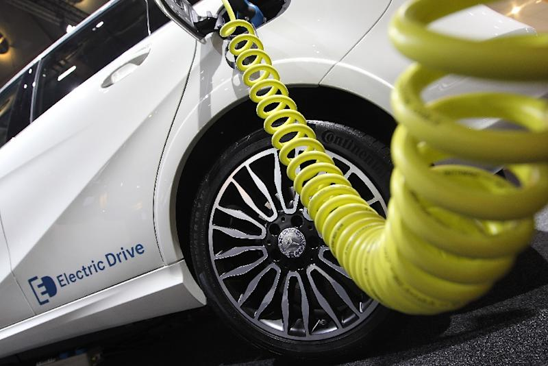 A Mercedes electric drive car is plugged for charging during the 66th IAA auto show in Frankfurt am Main, western Germany, on September 15, 2015 (AFP Photo/Daniel Roland)