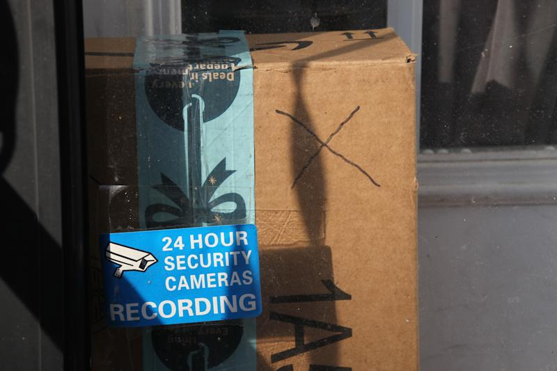 "Baltimore resident Rosemarie Dumhart uses a decoy package, marked with an X, to discourage the so-called ""porch pirates"" operating in the Canton area of Baltimore, Maryland, on December 17, 2018. - The thieves are filmed by a camera located above the door. (Photo by Sébastien DUVAL / AFP) (Photo credit should read SEBASTIEN DUVAL/AFP via Getty Images)"