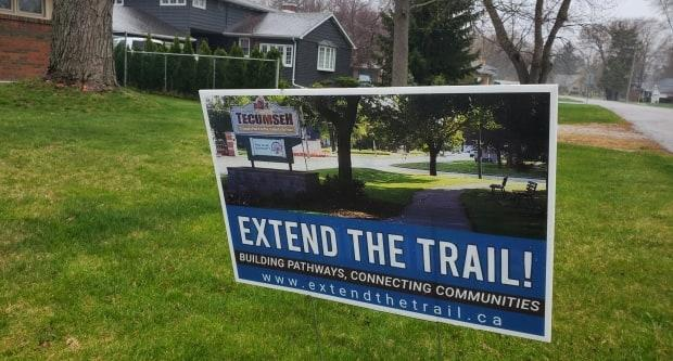 Extend the Trail is a group that popped up in response to Rethink the Trail. Members supports the plan, arguing it will provide a new, safe way for residents to get to Lakewood Park and experience the connected parks system.
