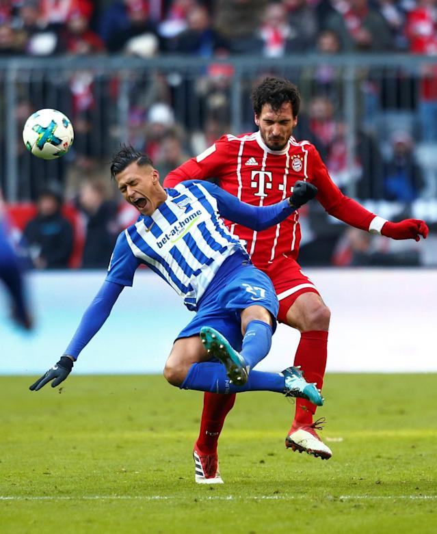 Soccer Football - Bundesliga - Bayern Munich vs Hertha BSC - Allianz Arena, Munich, Germany - February 24, 2018 Hertha Berlin's Davie Selke in action with Bayern Munich's Mats Hummels REUTERS/Michaela Rehle DFL RULES TO LIMIT THE ONLINE USAGE DURING MATCH TIME TO 15 PICTURES PER GAME. IMAGE SEQUENCES TO SIMULATE VIDEO IS NOT ALLOWED AT ANY TIME. FOR FURTHER QUERIES PLEASE CONTACT DFL DIRECTLY AT + 49 69 650050