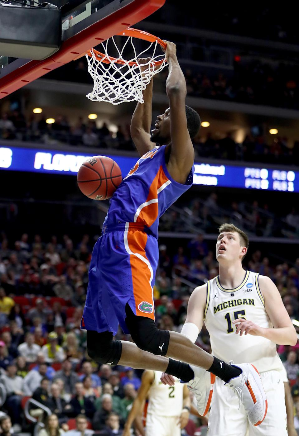 <p>Kevarrius Hayes #13 of the Florida Gators dunks the ball against Jon Teske #15 of the Michigan Wolverines during the first half in the second round game of the 2019 NCAA Men's Basketball Tournament at Wells Fargo Arena on March 23, 2019 in Des Moines, Iowa. (Photo by Jamie Squire/Getty Images) </p>