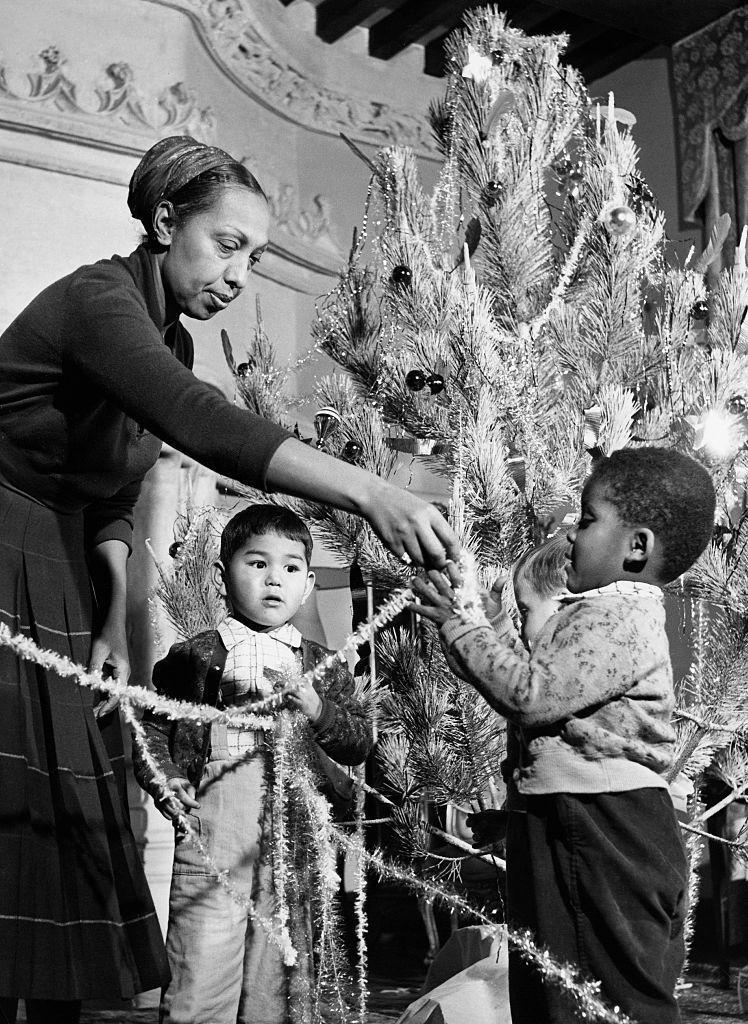 <p>The famed entertainer trims her tree with her children in her French chateau. Josephine Baker and her husband, Jo Bouillon, adopted 12 children together and lived in a countryside residence called Les Milandes. </p>