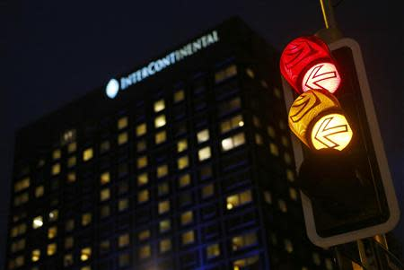A traffic light is pictured in front of the Intercontinental hotel where nuclear negotiations between Iran and policymakers from six major powers are taking place, in Geneva November 23, 2013. REUTERS/Denis Balibouse