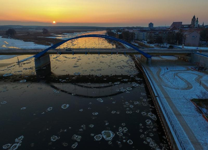 """Aerial view shows round pieces of ice, so-called """"Pfannkucheneis"""" (pancake ice), floating on the river Oder between northeastern Germany and Poland on January 10, 2017 (AFP Photo/Patrick Pleul)"""