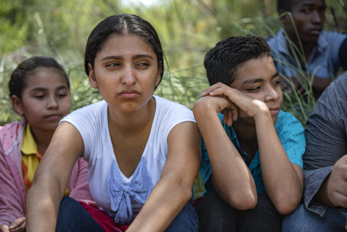 Children of illegal immigrants sit and wait for a van to arrive, south of McAllen, Texas. (Photo: Sergio Flores for Yahoo News)