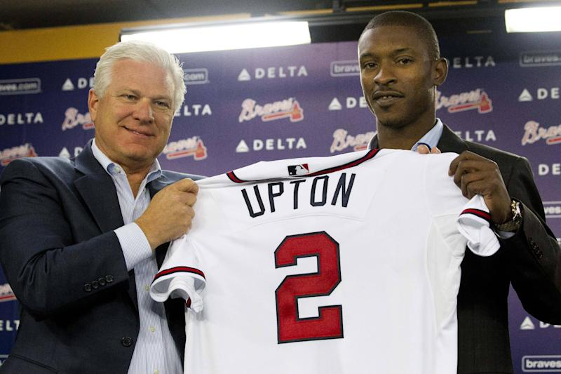 Atlanta Braves newly-signed center fielder B.J. Upton, right, and general manager Frank Wren pose with Upton's jersey during a news conference introducing Upton, Thursday, Nov. 29, 2012, in Atlanta. Upton replaces free agent Michael Bourn in center field and should provide needed power from the right side. (AP Photo/John Bazemore)