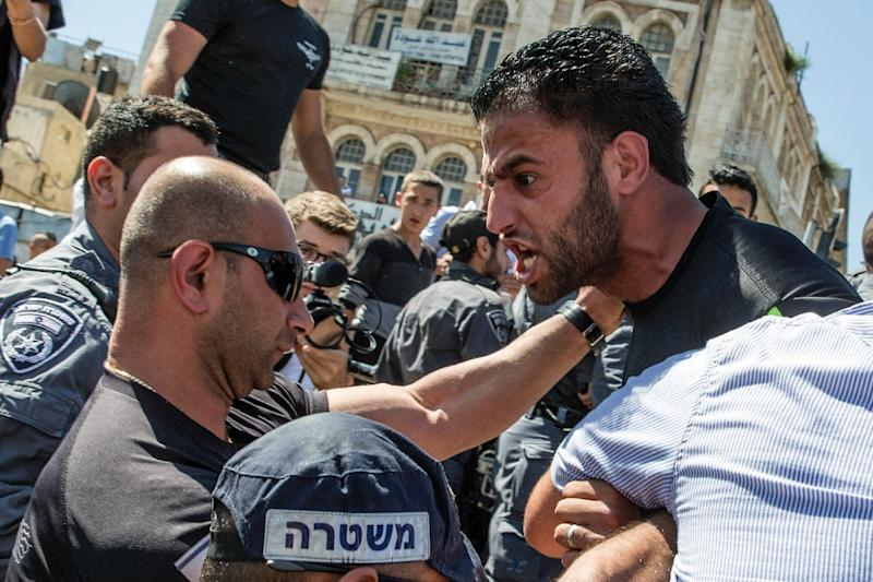 """Palestinian demonstrators are confronted by Israeli police during the Israeli's """"flag march"""" in Jerusalem's old city during celebrations for Jerusalem Day on May 17, 2015 (AFP Photo/Jack Guez)"""