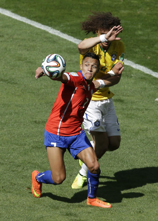 Chile's Alexis Sanchez, left, and Brazil's David Luiz challenge for the ball during the World Cup round of 16 soccer match between Brazil and Chile at the Mineirao Stadium in Belo Horizonte, Brazil, Saturday, June 28, 2014. (AP Photo/Hassan Ammar)