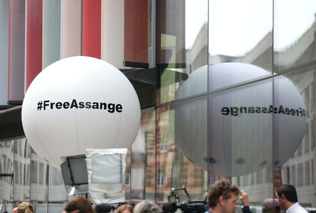 Pro-Assange protesters outside the Old Bailey