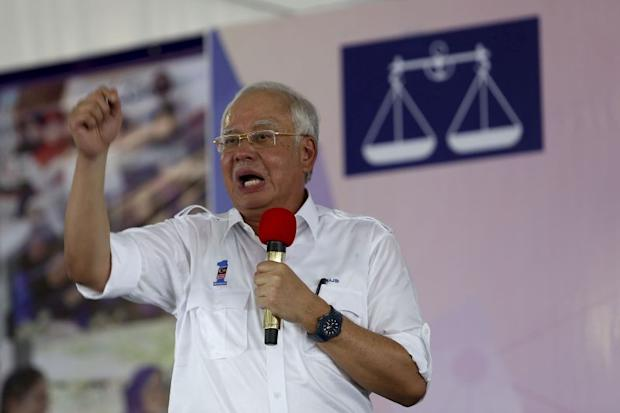 Najib reminded BN card-carriers to give their full support to BN candidates, regardless of their component parties. — Picture by Yusof Mat Isa