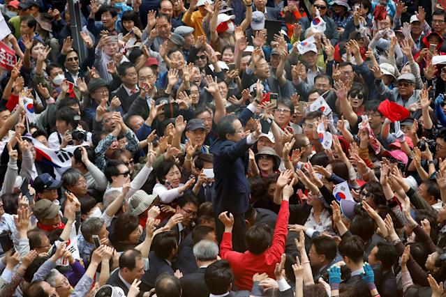 <p>Hong Joon-pyo, the presidential candidate of the Liberty Korea Party, waves to his supporters during his election campaign rally in Daegu, South Korea, May 8, 2017. (Kim Hong-Ji/Reuters) </p>