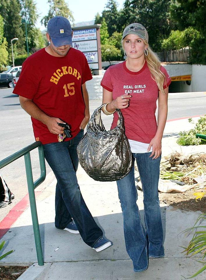 """If Jessica Simpson is trying to take a dig at Tony's ex, Carrie Underwood, by wearing a """"Real Girls Eat Meat"""" tee, she's making a mistake. Trust us Jessica, Carrie is all woman even if she's a vegetarian. Bitter much? VWR-LAX/<a href=""""http://www.x17online.com"""" target=""""new"""">X17 Online</a> - June 1, 2008"""