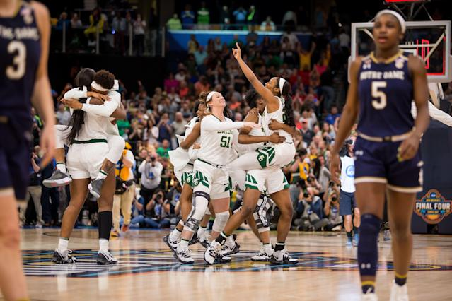 "TAMPA, FL - APRIL 07: The <a class=""link rapid-noclick-resp"" href=""/ncaaf/teams/baylor/"" data-ylk=""slk:Baylor Bears"">Baylor Bears</a> celebrate winning the NCAA Division I Women's National Championship Game against the the <a class=""link rapid-noclick-resp"" href=""/ncaaf/teams/notre-dame/"" data-ylk=""slk:Notre Dame Fighting Irish"">Notre Dame Fighting Irish</a> on April 07, 2019, at Amalie Arena in Tampa, Florida. (Photo by Mary Holt/Icon Sportswire via Getty Images)"