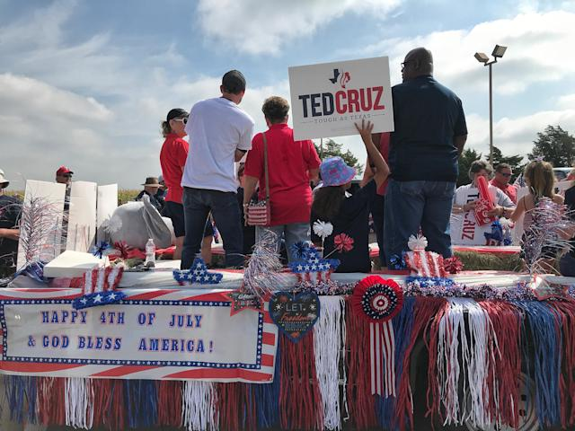 Supporters of Sen. Ted Cruz gather in Rockwall, Texas. (Photo: Holly Bailey/Yahoo News)