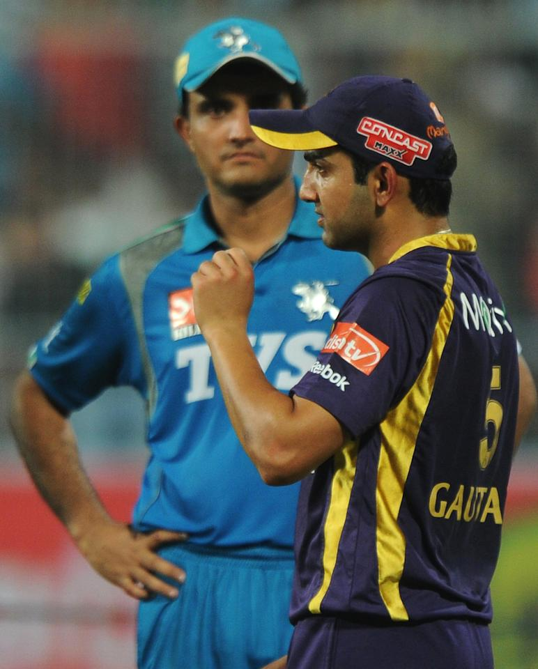 Kolkata Knight Riders captain Gautam Gambhir (R) walks past Pune Warriors India captain Sourav Ganguly after the IPL Twenty20 cricket match between Kolkata Knight Riders and Pune Warriors India at The Eden Gardens in Kolkata on May 5, 2012.  RESTRICTED TO EDITORIAL USE. MOBILE USE WITHIN NEWS PACKAGE.  AFP PHOTO/Dibyangshu SARKAR        (Photo credit should read DIBYANGSHU SARKAR/AFP/GettyImages)