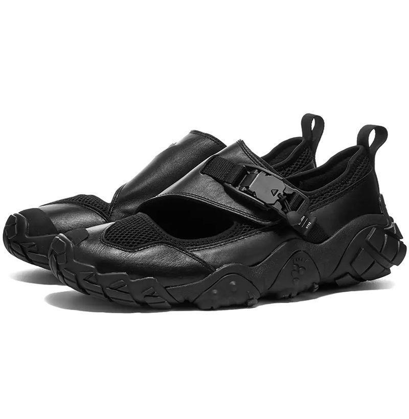 """<p><strong>Adidas</strong></p><p>endclothing.com</p><p><strong>$189.00</strong></p><p><a href=""""https://go.redirectingat.com?id=74968X1596630&url=https%3A%2F%2Fwww.endclothing.com%2Fus%2Fadidas-x-hyke-ah-003-sandal-fy3947.html&sref=https%3A%2F%2Fwww.esquire.com%2Fstyle%2Fmens-fashion%2Fg35293457%2Fbest-new-menswear-january-23%2F"""" rel=""""nofollow noopener"""" target=""""_blank"""" data-ylk=""""slk:Shop Now"""" class=""""link rapid-noclick-resp"""">Shop Now</a></p>"""