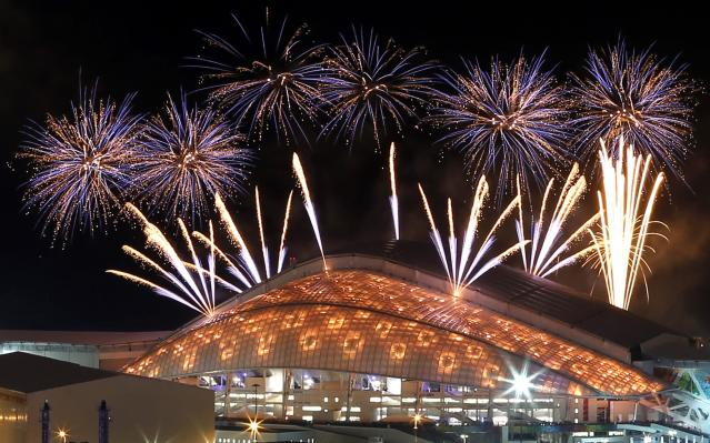 Fireworks are seen over the Fisht Olympic Stadium at the Olympic Park during the rehearsal of the opening ceremony in Sochi, February 4, 2014. Sochi will host the 2014 Winter Olympic Games from February 7 to February 23. REUTERS/Alexander Demianchuk (RUSSIA - Tags: SPORT OLYMPICS)