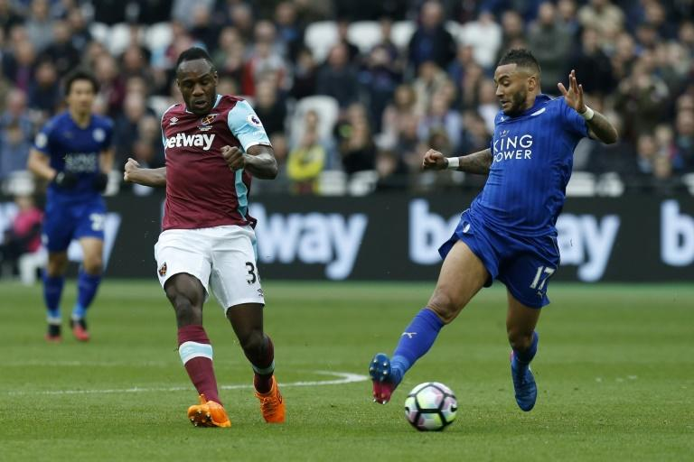 West Ham United's midfielder Michail Antonio (L) vies with Leicester City's defender Danny Simpson during the English Premier League football match March 18, 2017