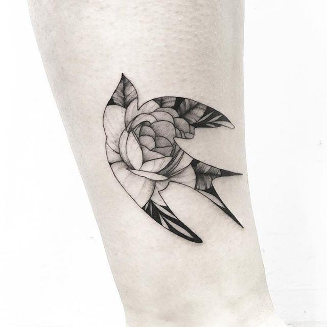 "<p>This gorgeous sparrow combines two popular tattoo designs into one, incredibly detailed piece of art. </p><p><a href=""https://www.instagram.com/p/BtWW6FOldi8/"" rel=""nofollow noopener"" target=""_blank"" data-ylk=""slk:See the original post on Instagram"" class=""link rapid-noclick-resp"">See the original post on Instagram</a></p>"