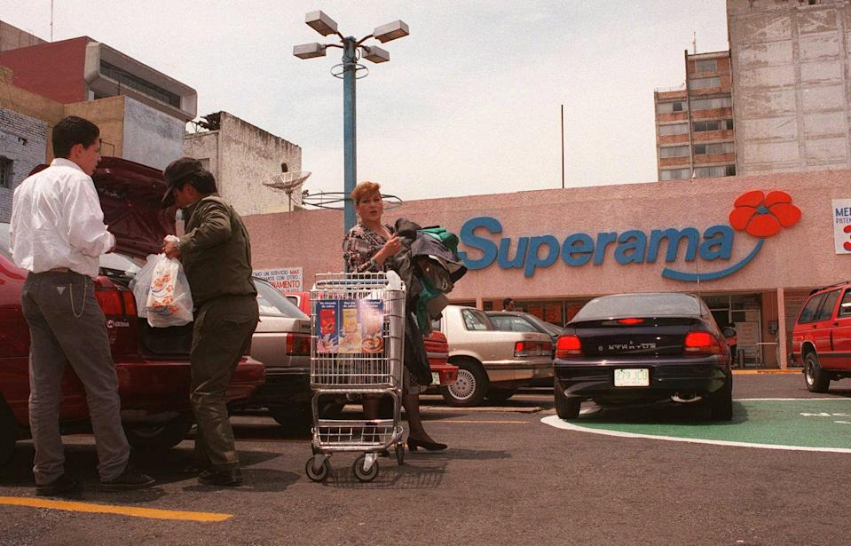 Shoppers at a downtown Superama store put away groceries Tuesday, June 3, 1997, in Mexico City. It was announced Tuesday that Wal-Mart Stores Inc. will buy a majority interest in Cifra, Mexico's biggest merchant and the owners of Superama, for 1.2 billion US dollars. (AP Photo/Gregory Bull)