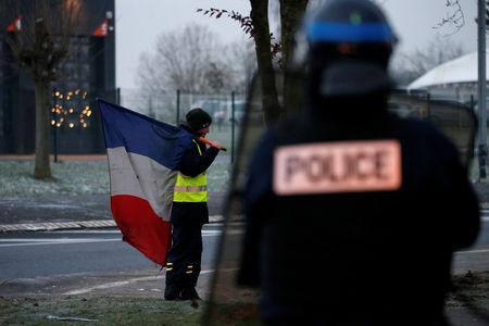 Eight person dies in French protests