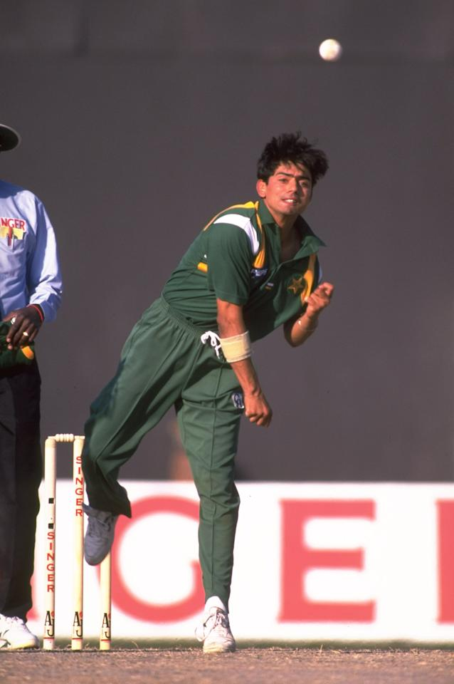 11 Dec 1997:  Saqlain Mushtaq of Pakistan bowling during the Singer Champions Trophy in Sharjah, United Arab Emirates. \ Mandatory Credit: Stu Forster /Allsport