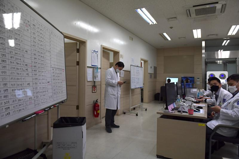 Doctors tracking cases of the COVID-19 novel coronavirus work in a situation room at a hospital in Daegu on March 10, 2020. - South Korea, one of the worst-affected countries in the coronavirus epidemic outside China, on March 10 reported fewer than 150 new cases for the first time in two weeks. (Photo by ED JONES / AFP) (Photo by ED JONES/AFP via Getty Images)