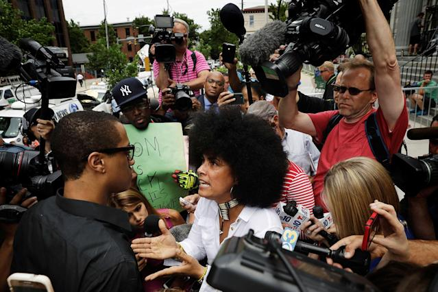 <p>Accuser Lili Bernard argues with a Bill Cosby supporter outside the Montgomery County Courthouse where Cosby is waiting for deliberations to finish on the ninth day of his sexual assault trial in Norristown, Pa., June 15, 2017. (Photo: Lucas Jackson/Reuters) </p>