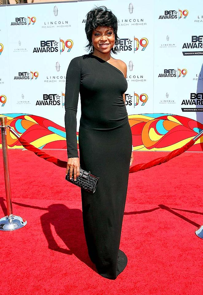 """Best Actress winner Taraji P. Henson rocked the red carpet in her sleek one-shoulder gown and wispy coif. Maury Phillips/<a href=""""http://www.wireimage.com"""" target=""""new"""">WireImage.com</a> - June 28, 2009"""