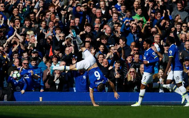 Phil Jagielka celebrates his goal at Goodison Park - REUTERS