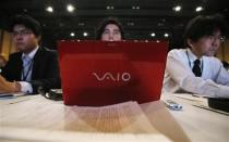 A journalist uses a Sony Corp Vaio PC as he listens to the company's President and Chief Executive Officer Kazuo Hirai answer a question during a news conference at the company's headquarters in Tokyo February 6, 2014. REUTERS/Toru Hanai
