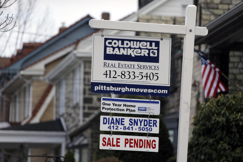 US rate on 30-year mortgage falls to 3.43 pct.