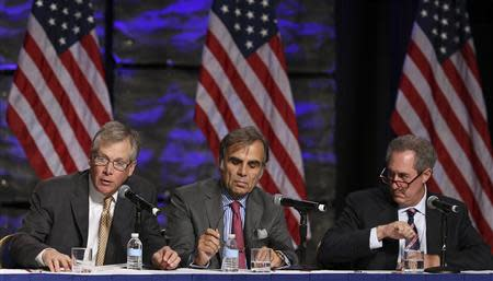 (L-R) Caterpillar CEO Doug Oberhelman, BMW North America CEO Ludwig Willisch and U.S. Trade Representative Michael Froman attend a panel at the SelectUSA Investment Summit in Washington in this November 1, 2013 file photo. REUTERS/Gary Cameron/Files