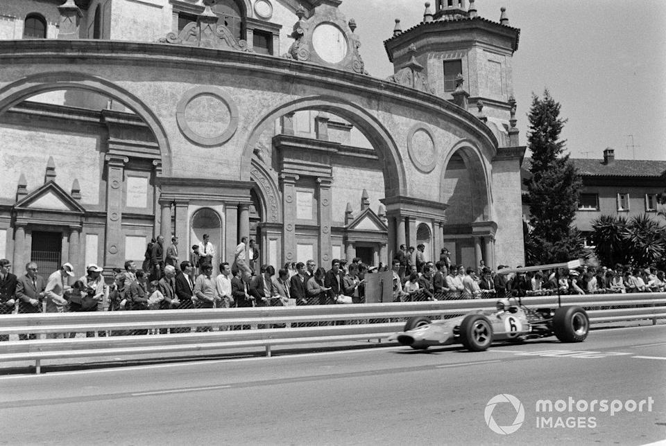 "Bruce McLaren passes the Palacio de la Agricultura, now a theatre, in the 1969 Spanish Grand Prix<span class=""copyright"">Motorsport.com</span>"