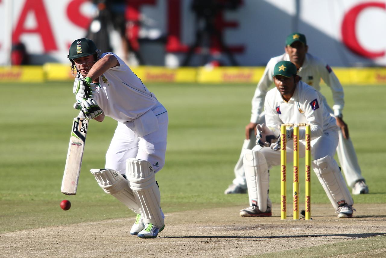 CAPE TOWN, SOUTH AFRICA - FEBRUARY 15: AB de Villiers of South Africa drives a delivery during day 2 of the 2nd Sunfoil Test match between South Africa and Pakistan at Sahara Park Newlands on February 15, 2013 in Cape Town, South Africa. (Photo by Shaun Roy/Gallo Images/Getty Images)