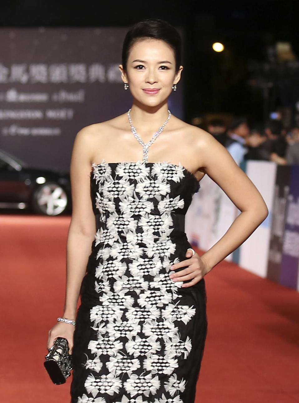 Chinese actress Zhang Ziyi poses for photographers on the red carpet at the 50th Golden Horse Film Awards in Taipei November 23, 2013. REUTERS/Patrick Lin (TAIWAN - Tags: ENTERTAINMENT)