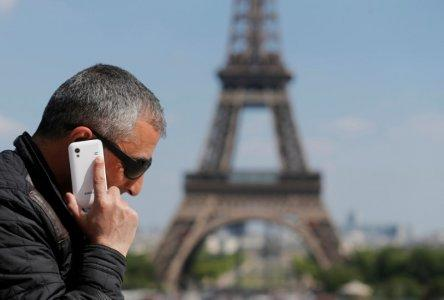FILE PHOTO - A man makes a phone call using his mobile phone at the Trocadero Square near the Eiffel Tower in Paris, May 16, 2014. REUTERS/Christian Hartmann/File Photo