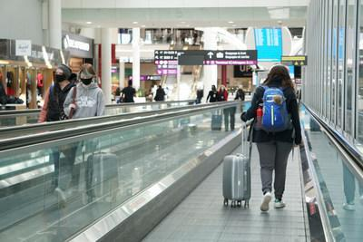 Passengers at Toronto Pearson International Airport (CNW Group/Greater Toronto Airports Authority)