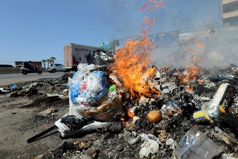 Residents burn their rubbish in Jal al-Dib on the northern outskirts of the Lebanese capital Beirut on August 31, 2015 (AFP Photo/Joseph Eid)