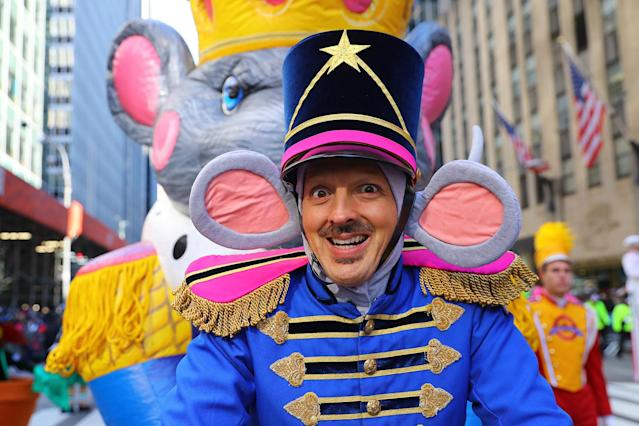 "<p>A performer from ""The Nutcracker and the Mouse King"" smiles while entertaining the crowd along the parade route in the 91st Macy's Thanksgiving Day Parade in New York, Nov. 23, 2017. (Photo: Gordon Donovan/Yahoo News) </p>"