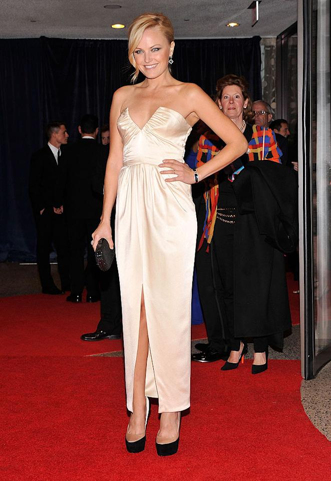 """""""Watchmen"""" actress Malin Akerman strutted her stuff in a cleavage-baring champagne gown paired with black pumps and a matching clutch."""