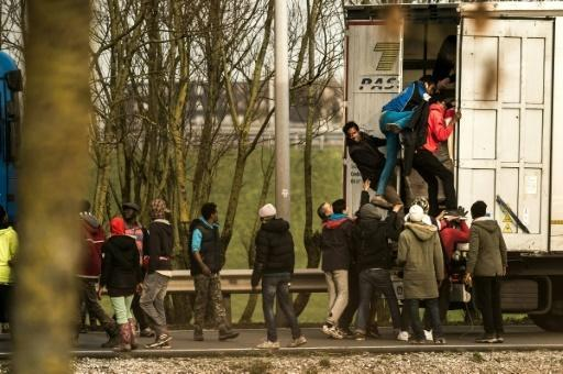 Over 800 migrants try to storm Channel Tunnel in France: official