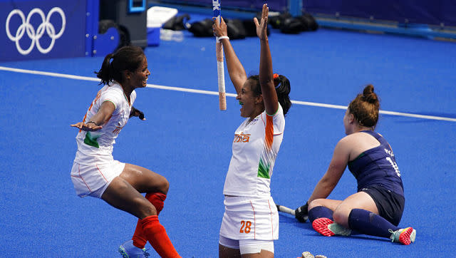 On the other hand, India women's hockey team kept their last-eight hopes alive, with a 1-0 win over Ireland. Navneet Kaur's late winner was the difference in the game. AP