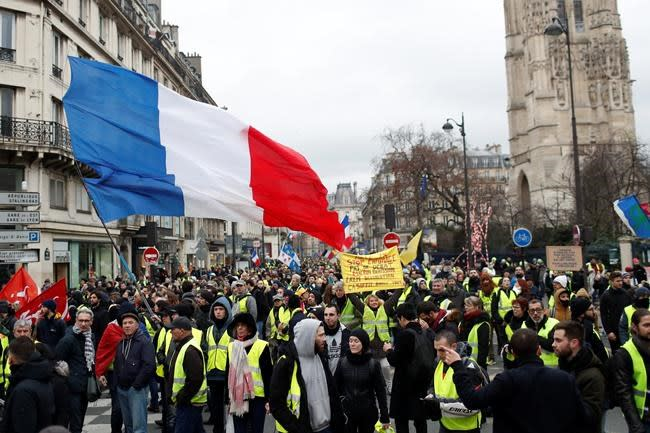 French yellow vest protests stretch into 9th straight week
