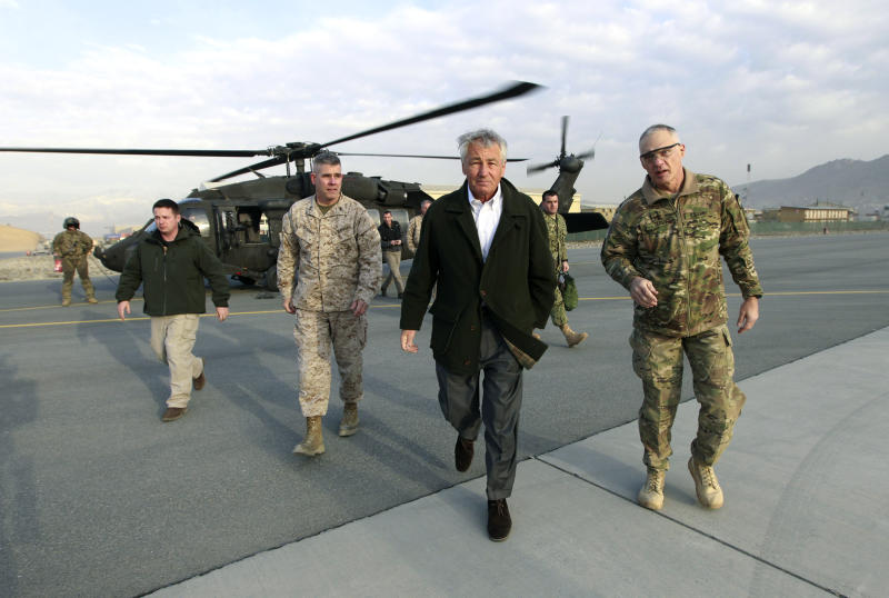 El secretario de defensa estadounidense Chuck Hagel se dispone a partir de Kabul, Afganistán, de regreso a Washington el 11 de marzo del 2013 (AP Foto/Jason Reed, Pool)