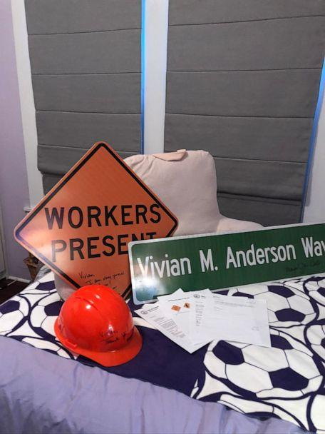 PHOTO: Vivian Anderson, 10, wrote a letter to Jane Castor, mayor of Florida's city of Tampa, when she noticed construction signs weren't inclusive of both male and female workers. On Sept. 30, Vivian Anderson was given a hard hat and two signs. (Mary Anderson)