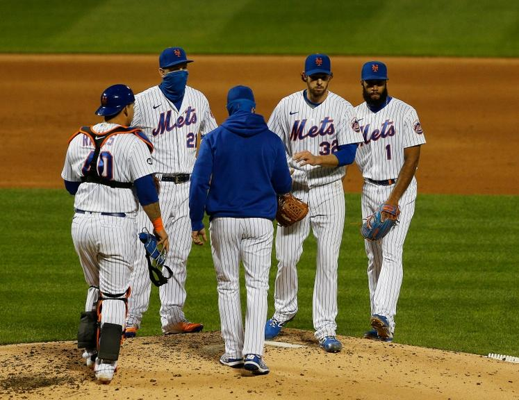 Meeting at the mound as Steven Matz is pulled from game