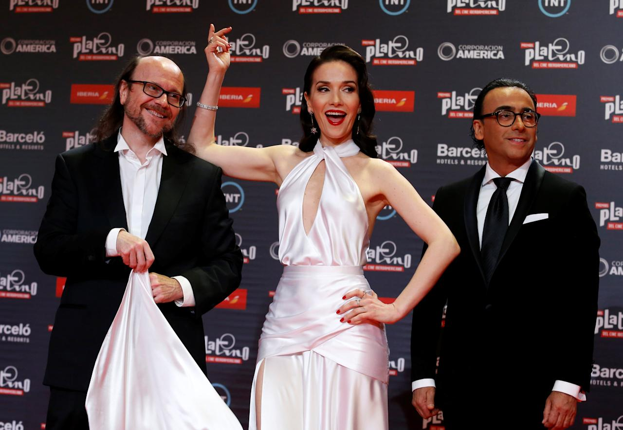 Actors (L-R) Santiago Segura, Natalia Oreiro and Adal Ramones pose to the media at the red carpet of the Platino award in Punta del Este, Uruguay, July 24, 2016. REUTERS/Andres Stapff