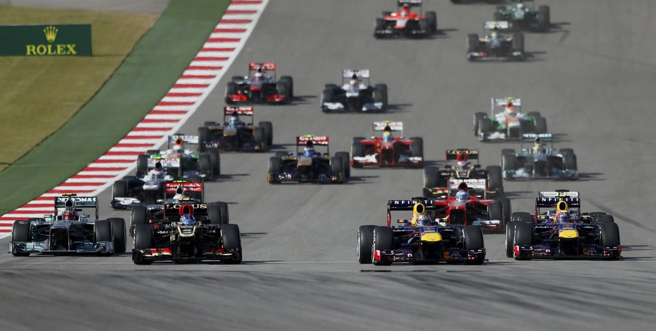 Red Bull Formula One driver Sebastian Vettel (front 2nd R) of Germany leads the pack during the Austin F1 Grand Prix at the Circuit of the Americas in Austin November 17, 2013. REUTERS/Adrees Latif (UNITED STATES - Tags: SPORT MOTORSPORT F1)